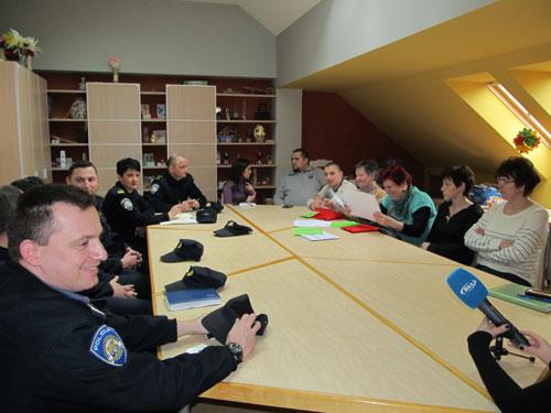Radni sastanak gerontodomaćica Kluba Mariška i kontakt-policajaca