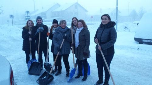 Vrijedni zaposlenici Doma u akciji čišćenja snijega